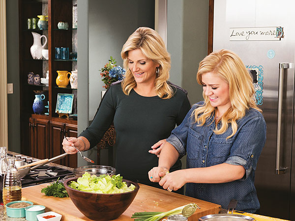 trisha-yearwood-kelly-clarson