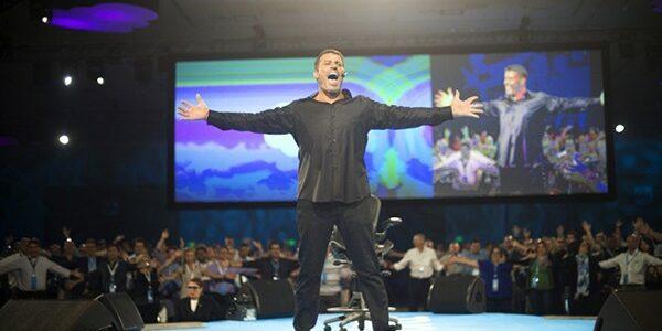 find a motivational speaker